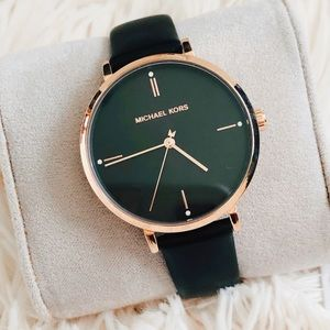 🌸NWT authentic MK rosegold leather strap watch